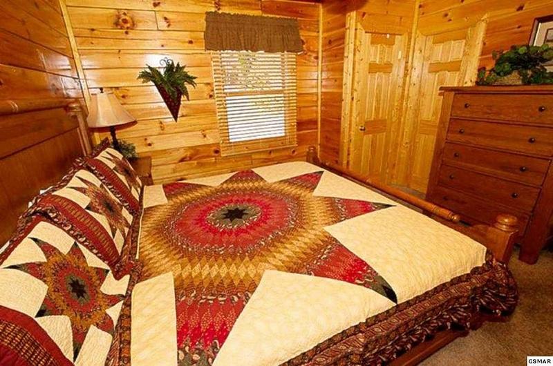 8 Main Floor Bedroom (king bed)