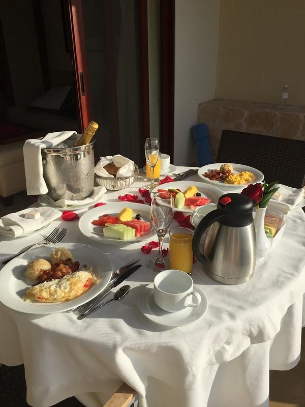 'Honeymoon' champagne breakfast room 2036