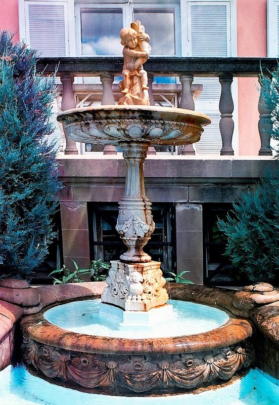 Cuneo Estate Fountain 8.02 _pe