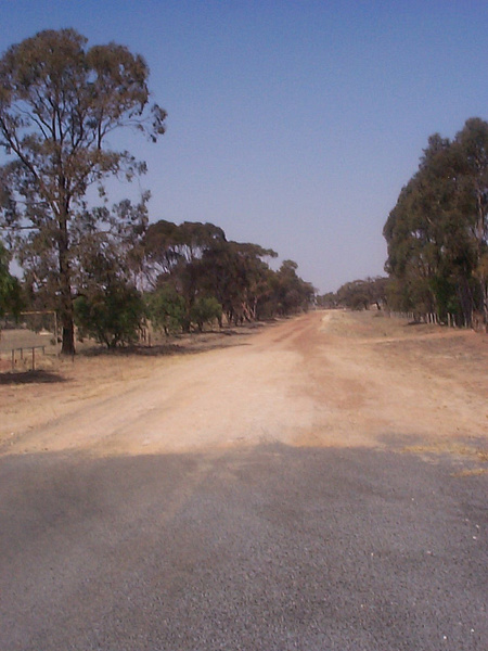 simson st facing wodonga direction by AndrewTaylor