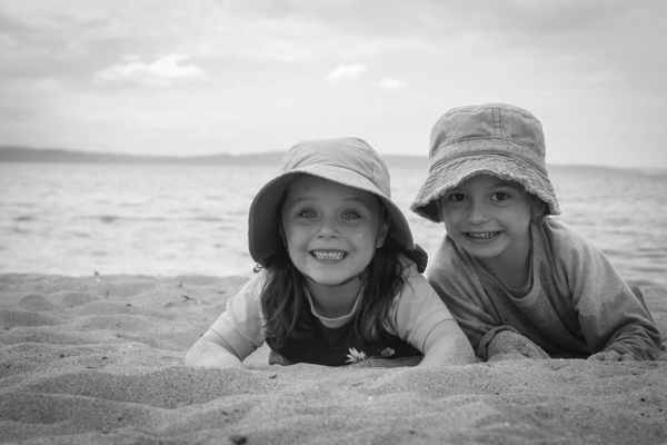 beach kids 01 by LeslieElliott