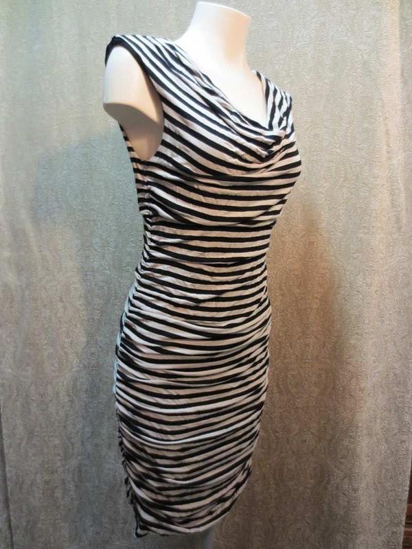 R-09 Robe lignée (taille L) 20 $