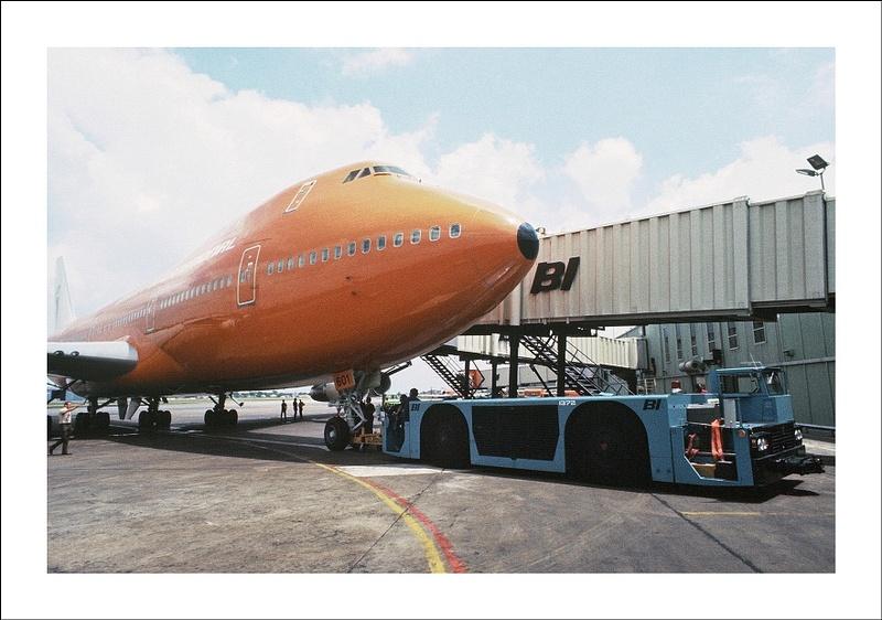 Braniff Airways Boeing 747 d