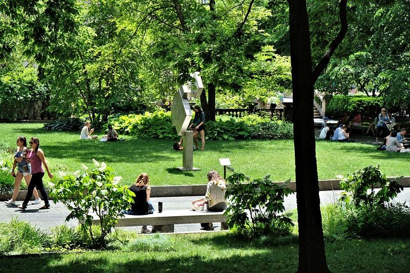 outside art institute-DSCF4568