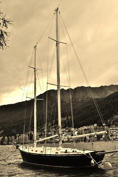 the boat. lake wakatipu by Angelika