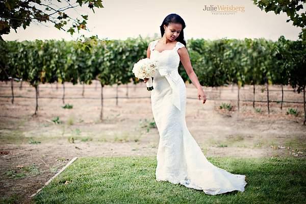 JulieWeisberg_1083_600x900_logo 222
