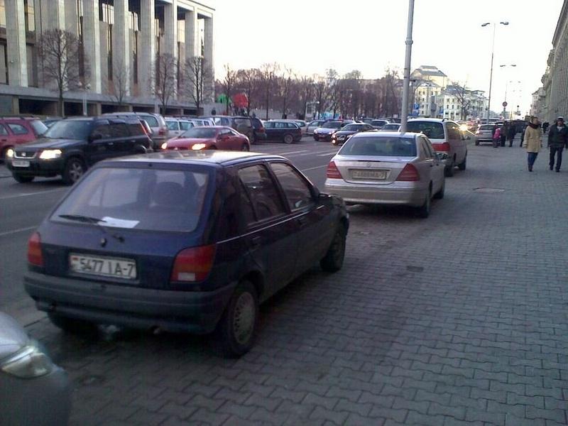14_ул._Энгельса_4-6,_парковка_на_тротуаре