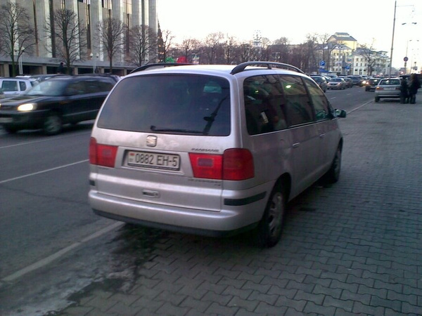 16_ул._Энгельса_4-6,_парковка_на_тротуаре by User4829416