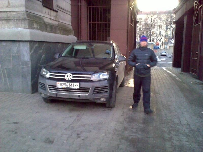 20_ул._Энгельса_4-6,_парковка_на_тротуаре