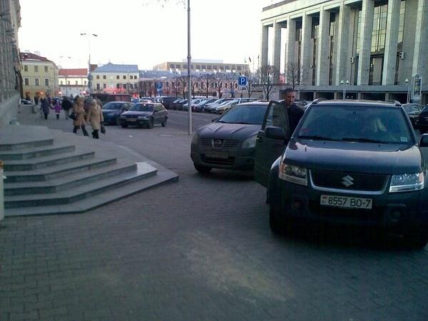 27_ул._Энгельса_4-6,_парковка_на_тротуаре by User4829416