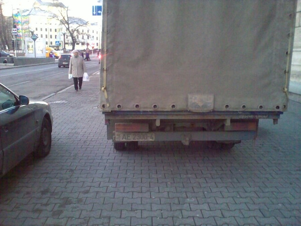 31_ул._Энгельса_4-6,_парковка_на_тротуаре by User4829416