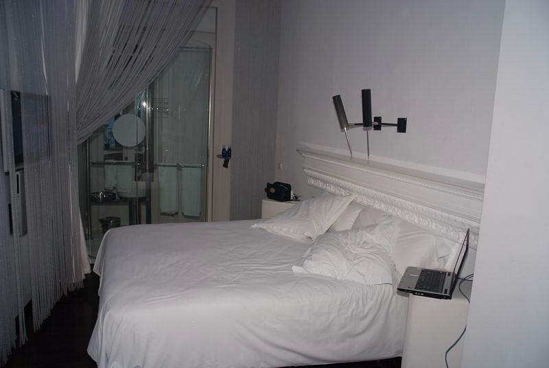 Hotel_Room_1