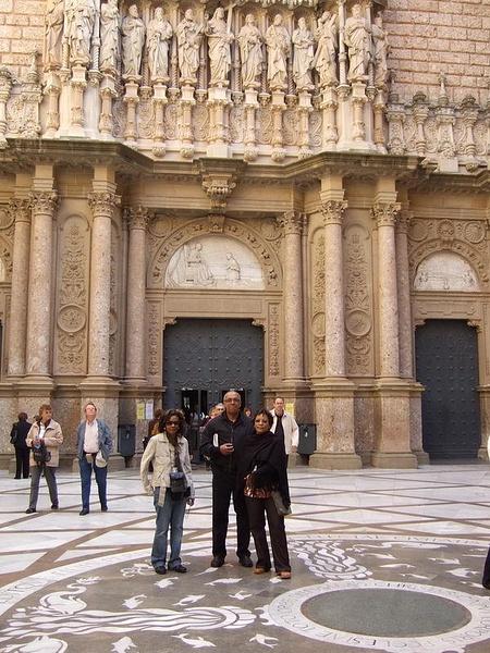 11_Group_At_Montserrat_Royal_Basilica.jpg by jimsimp3