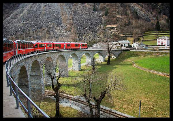 P3020042 copy/Bernina Express train