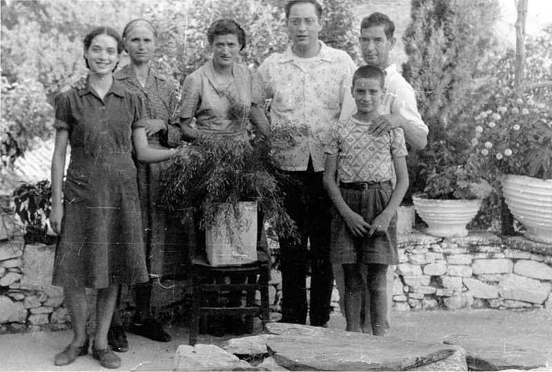 Nikko visits the Xantheas family in Tseria in 1952