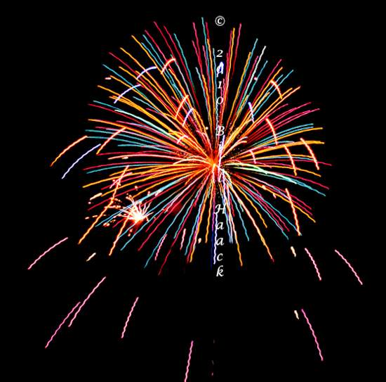 94_DSD0157_July_4th_Fireworks_Chesterfield_030_bright_wild_550px_070510.j 222