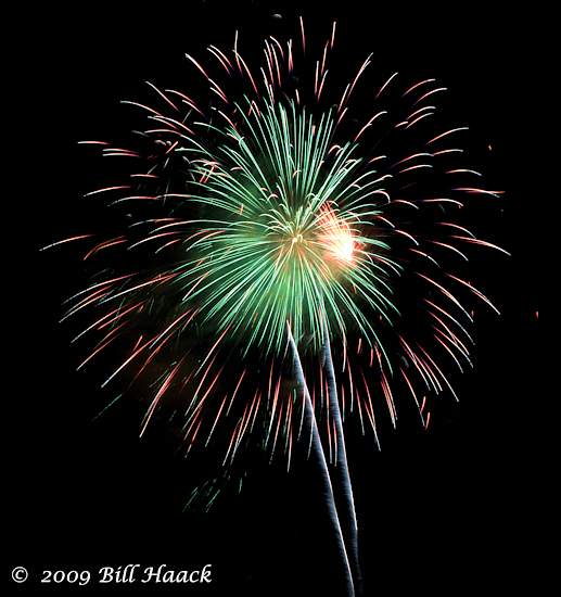 _DSD3871_4th_Fireworks_Chesterfield_039_070409 222