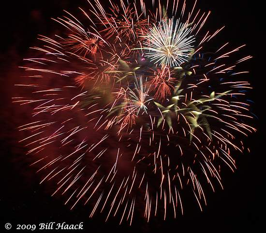 _DSD3728_4th_Fireworks_Chesterfield_009_550px_070409 222