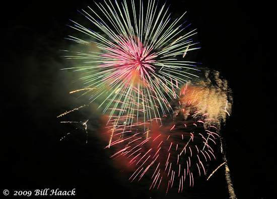 _DSD3736_4th_Fireworks_Chesterfield_011_070409 222