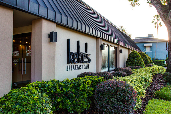 Restaurant | Keke's Breakfast Cafe - Winter Park by Snap & Play
