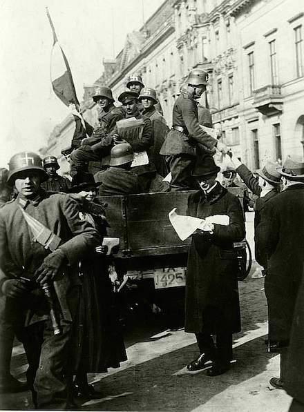 hakenkreuz-freikorsdps-bild-_183-r16976_kapp-putsch_berlin1 222