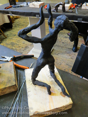 E sculpture with clay_