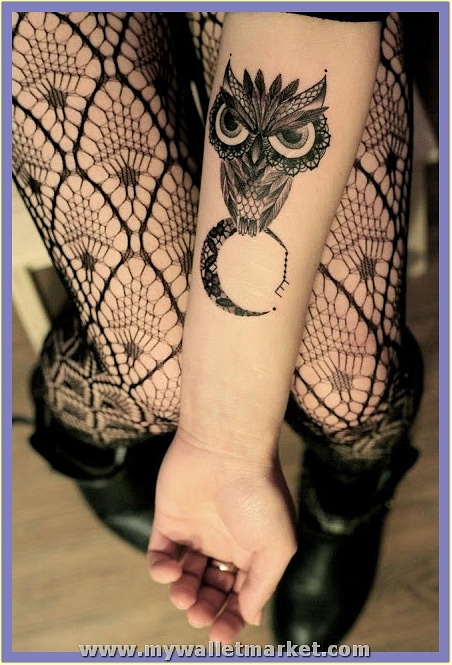 a-grumpy-owl-sits-on-a-lace-moon-in-this-creative-tattoo-for-girls