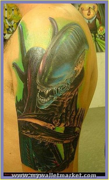crawling-alien-tattoo-on-arm