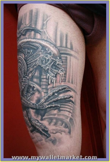 grey-ink-alien-tattoo-on-right-thigh